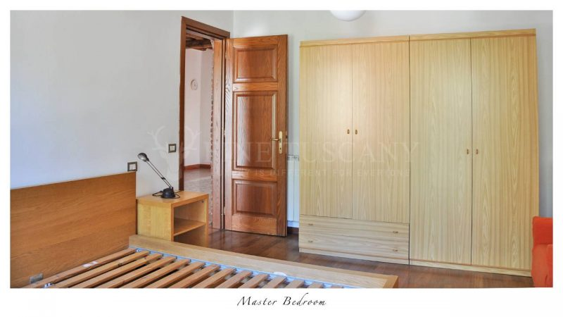 Apartment for sale in Carrara Tuscany Italy - Master bedroom