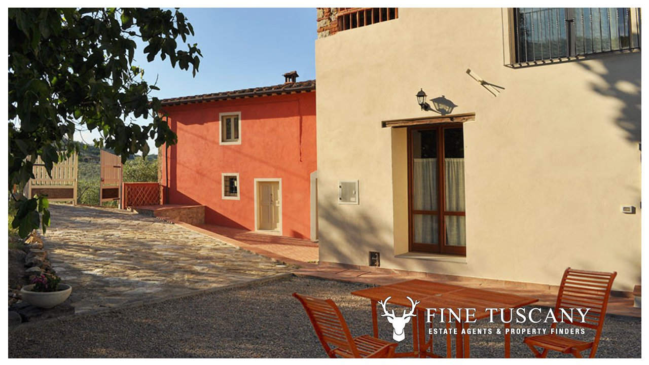 Country house for sale in arezzo tuscany italy for Country mansion for sale