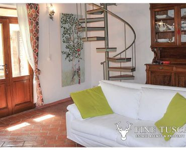 Stone house for sale in Tuscany Italy