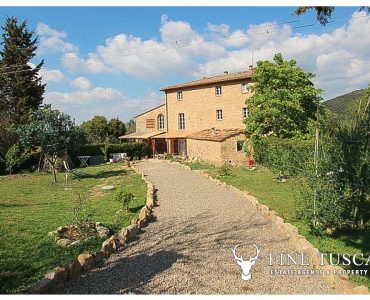 1 Bedroom Apartment with swimming pool for sale in Volterra Tuscany Italy