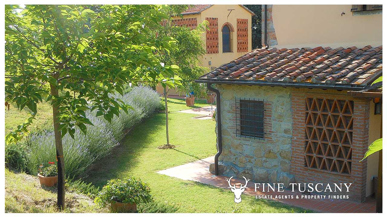 Detached house with annexe and swimming pool for sale in tuscany italy for House with swimming pool for sale