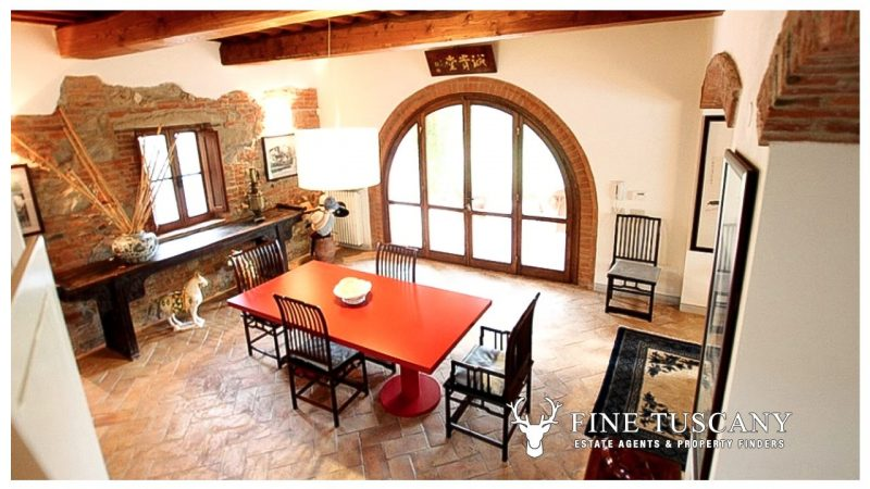 Fully Detached House with annexe and swimming pool for sale in Palaia Tuscany Italy