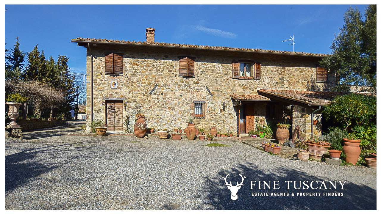 Stone farmhouse with guest houses for sale in tuscany for Tuscany houses