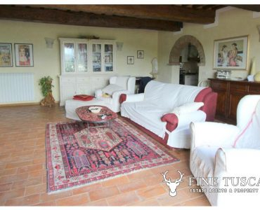 Fully detached villa for sale in Orciatico Tuscany Italy