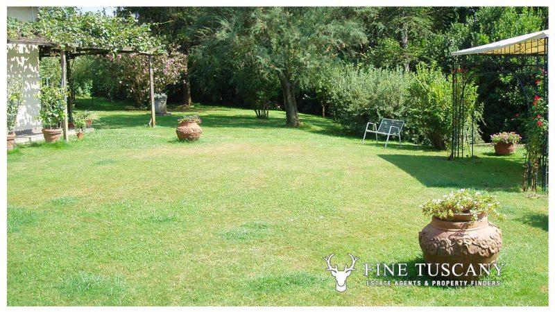 Villa for sale in Bientina, Tuscany, Italy - Back garden 3