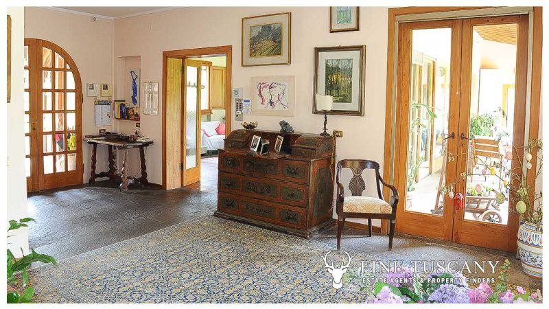 Villa for sale in Bientina, Tuscany, Italy - Entrance hall