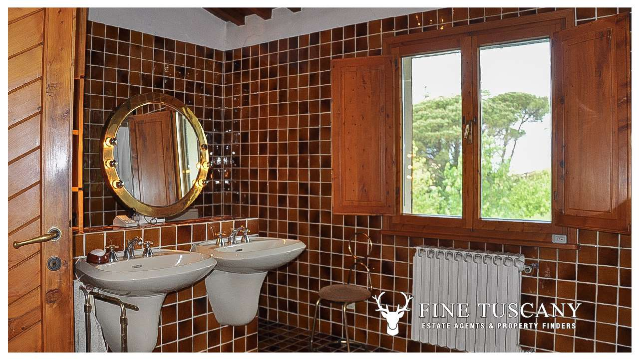 Villa for sale in Bientina, Tuscany, Italy - First floor Shower room ...