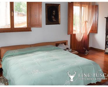 Villa for sale in Bientina, Tuscany, Italy - First floor master bedroom 1