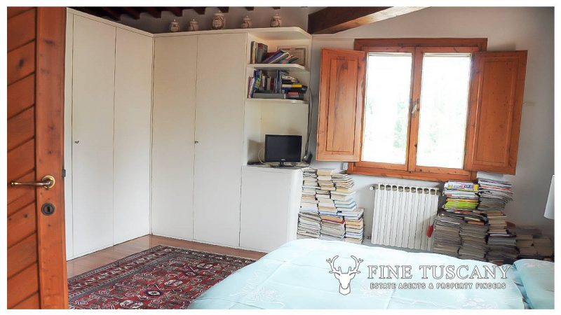 Villa for sale in Bientina, Tuscany, Italy - First floor master bedroom 3