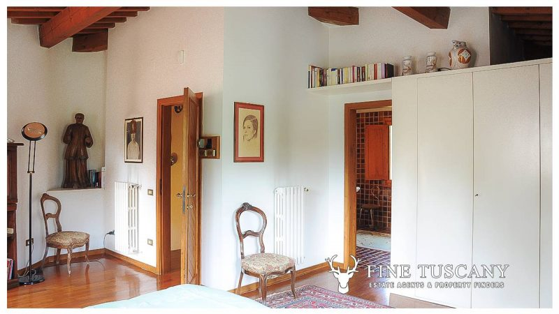 Villa for sale in Bientina, Tuscany, Italy - First floor master bedroom 4