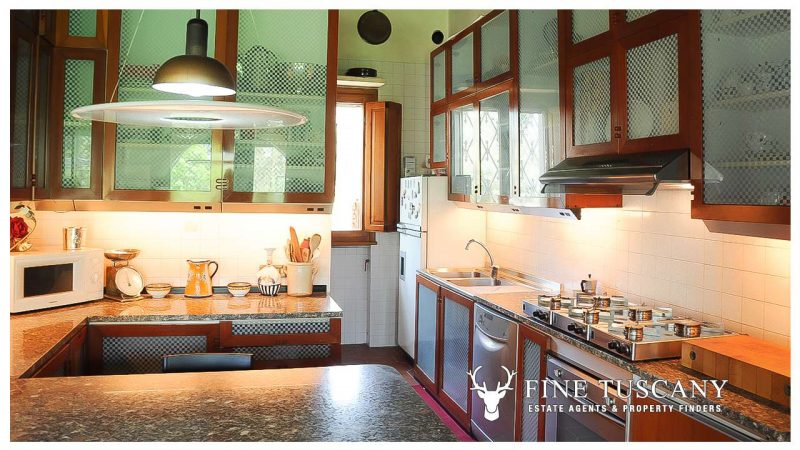 Villa for sale in Bientina, Tuscany, Italy - Kitchen