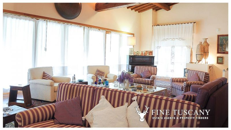 Villa for sale in Bientina, Tuscany, Italy - Living room 1
