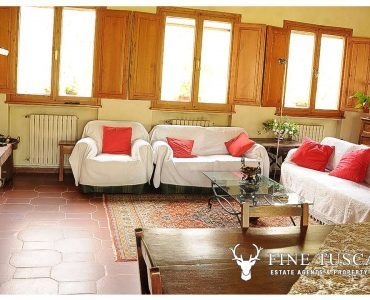 Villa for sale in Bientina, Tuscany, Italy - Living room with fireplace