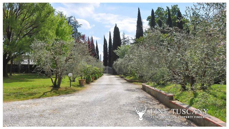 Villa for sale in Bientina, Tuscany, Italy - Main Access