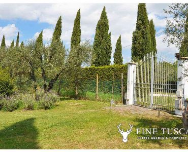 Villa for sale in Bientina, Tuscany, Italy - Second gated access 2