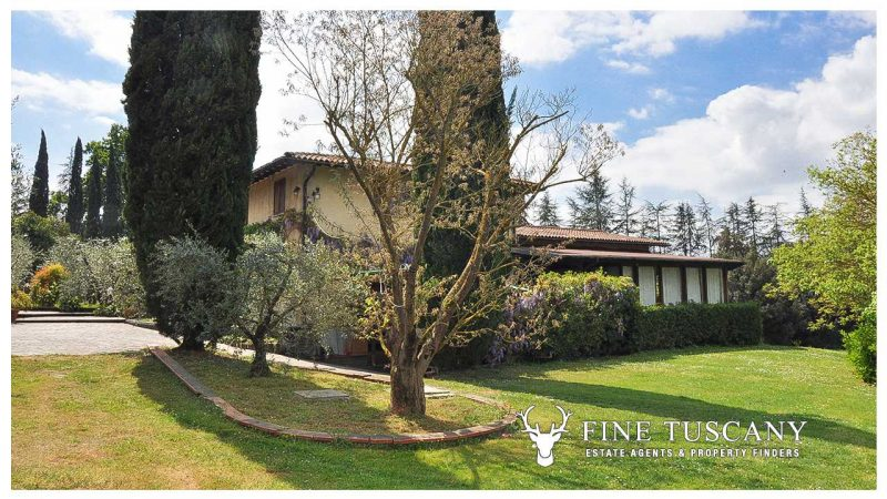 Villa for sale in Bientina, Tuscany, Italy - Side of the house