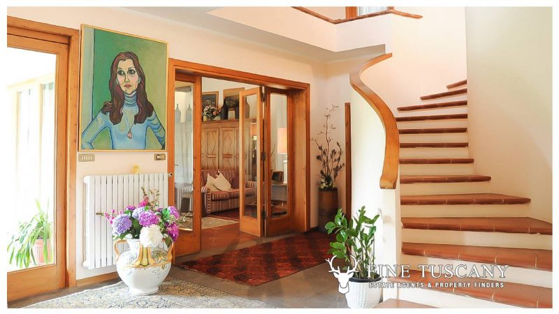 Villa for sale in Bientina, Tuscany, Italy - Staircase