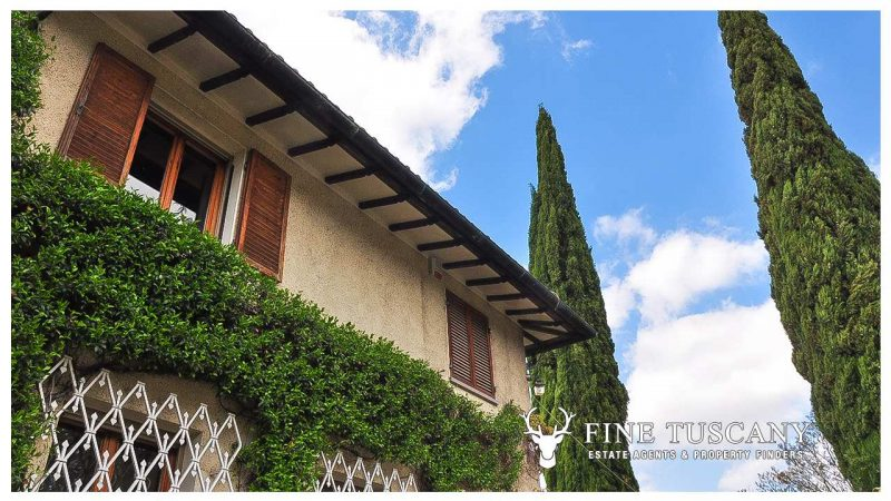 Villa for sale in Bientina, Tuscany, Italy - facade detail