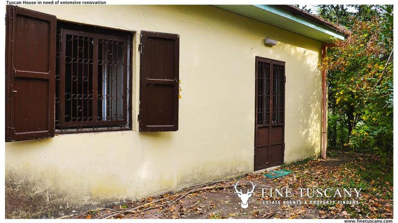 Country house for sale in Crespina Lorenzana Pisa Tuscany in need of extensive renovation
