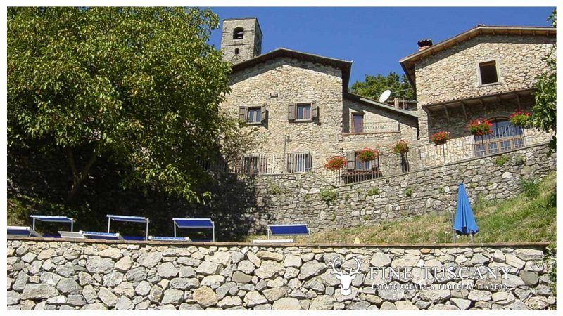 3 Stone Houses with pool in Molazzana Lucca Tuscany